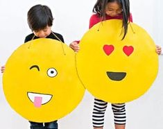 Homemade Halloween costumes can leave such lasting memories! So if you're looking for easy Halloween costumes to diy, then check out these easy costume ideas to… Homemade Halloween Costumes, Family Halloween Costumes, Halloween Kids, Halloween Stuff, Halloween Party, Bird Wings Costume, Emoji Costume, Emoji Craft, Do It Yourself Inspiration
