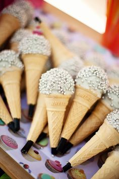 micro-cone cake pops, microphone, disco party, dance party, karaoke, signing