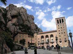 Imagen de la vista exterior de este representativo monasterio de la Ciudad Condal.  (Foto: Joao Máximo)