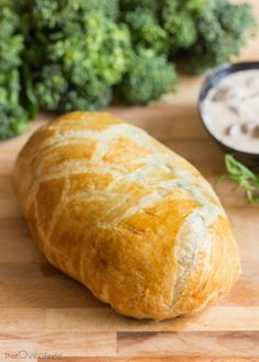 Chicken Wellington with a Mushroom Cream Sauce Chicken Wellington with a Mushroom Wine Sauce<br> Chicken Wellington, Wellington Food, Beef Wellington Recipe, Turkey Wellington, Puff Pastry Chicken, Chipped Beef, Mushroom Cream Sauces, Australian Food, Chicken