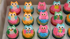Prettiest little Owl cupcakes. Aww maybe i just might do these if baby girl ask for a owl theme party Owl Cupcakes, Cupcake Cookies, Owl Cookies, Cupcake Toppers, Yummy Cupcakes, Baby Cakes, Cupcakes Bonitos, Owl Birthday Parties, Birthday Ideas
