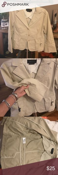 Xs BCBG maxazria suit jacket khaki small Excellent condition,shorter sleeve wide cuff BCBGMaxAzria Jackets & Coats Blazers