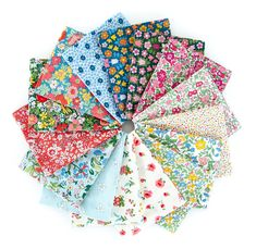 Liberty of London quilting cottons classic floral prints Baby Patchwork Quilt, Scrappy Quilts, Baby Quilts, Liberty Of London Fabric, Liberty Fabric, Toddler Quilt, English Paper Piecing, Quilt Kits, Flower Show
