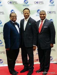 Edwin Hawkins posers backstage at The Kennedy Center with GMHMF Chair Carl Davis and former Transportation Secretary Ronald Slater
