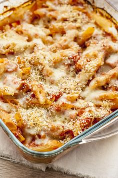 Skinny Chicken Parmesan Casserole Everyone loves chicken parmesan, but it's not always the easiest recipe to put together. This delicious chicken parmesan casserole takes everything complicated out of this dish, but leaves the flavor! Skinny Recipes, Ww Recipes, Healthy Dinner Recipes, Cooking Recipes, Skinny Meals, Skinny Chicken Recipes, Recipes With Leftover Chicken, Skinny Taste Chicken, Low Calorie Chicken Recipes