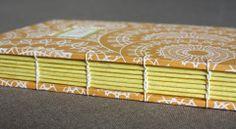 linenlaid&felt Katie Gonzalez: A journal for Thea Handmade Journals, Handmade Books, Book Binding Methods, Bookbinding Tutorial, Bookbinding Ideas, Japanese Binding, Craft Projects For Kids, Project Ideas, Summer Books
