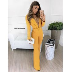 Classic Outfits, Cute Casual Outfits, Chic Outfits, Casual Chic, Cute Fashion, Look Fashion, Fashion Design, Red Outfits For Women, Fashion Illustration Dresses