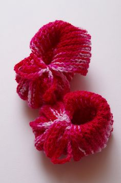 These Baby Booties look like little flowers! Free on Ravelry.