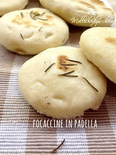 focaccine veloci Naan, Focaccia Pizza, Kenwood Cooking, Homemade Rolls, High Protein Breakfast, Quick Easy Meals, Cooking Time, Finger Foods, Italian Recipes