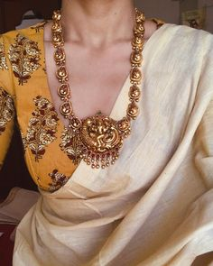 Silver Jewelry With Saree Kaufen Sie Silberringe Code: 2601215523 Facial Hair Indian Designer Outfits, Indian Outfits, Designer Dresses, Saree Jewellery, Gold Jewellery, Temple Jewellery, Saree Trends, Stylish Sarees, Elegant Saree
