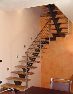 Escalera en U con zanca central (estructura metálica y peldaños de madera) STM 06 RIZZI