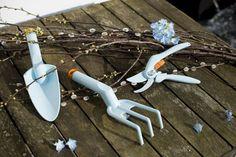 Kultivátor Fiskars Inspiration v modré barvě je ideální pro provzdušnění a kypření půdy. Délka 28 cm.