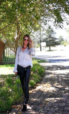 Change of season Always easy to and Leather Jeggings, Catwalk Models, Spring Fashion, Fashion Fashion, Street Chic, Simple Style, Latest Fashion Trends, Stylish Outfits, Outfit Ideas