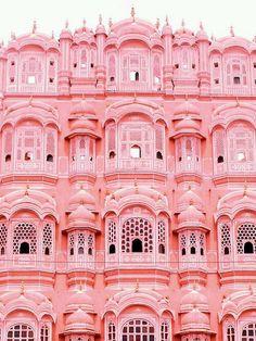 The stunning Hawa Mahal.