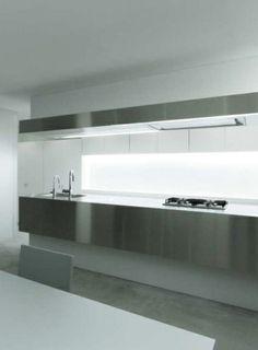 Ideas de cómo utilizar los laminados metálicos en frentes de cajón en cocinas.  www.formica.com.co