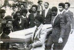 Eddie Kendrick, David Ruffin, Dennis Edwards, Melvin Franklin and Otis Williams lift the casket of Paul Williams