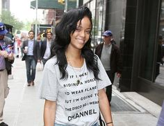Pop star Rihanna arrives without makeup in New York City,
