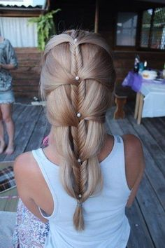Fishtail/French braid. I mean...this should have been in Lord of the Rings.