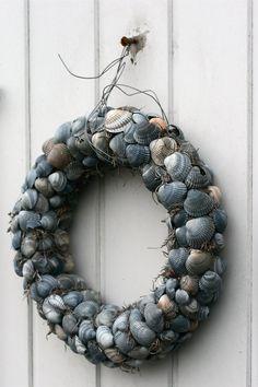 Seashell beachy wreath.....summery!