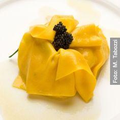 Fagottino di pasta fresca ai frutti di mare. Chef Ezio e Mauro Santin  http://www.identitagolose.it/sito/it/ricette.php?id_cat=12&id_art=1517&nv_portata=3&nv_chef=&nv_chefid=&nv_congresso=&nv_pg=2
