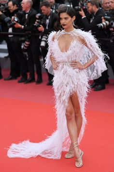 "Sara Sampaio wears Ralph & Russo gown at the red carpet for the ""Solo: A Star Wars Story"" Red Carpet at the Cannes Film Festival, Celebrity Red Carpet, Celebrity Style, Music Festival Fashion, Sara Sampaio, Sequin Gown, Red Carpet Dresses, Pink Dresses, Cannes Film Festival, Red Carpet Fashion"
