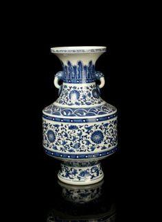 A Grande chinês Qing azul e branco da porcelana Vaso