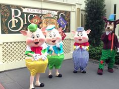 The Three Little Pigs and the Bad Wolf - Long Lost Friends character meet and greet1
