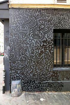 street art - Paris 11 Inspired by Haring, graffiti artists do little to change his work Keith Haring, Haring Art, Best Street Art, Amazing Street Art, Yarn Bombing, Land Art, Banksy, Graffiti Murals, Graffiti Artists