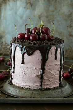 Fresh Cherry Cake with Chocolate Ganache ~ 3 layer white cake filled with chopped cherries and cherry buttercream. Topped with a drizzled chocolate ganache and fresh cherries! Mini Desserts, Holiday Desserts, Just Desserts, Delicious Desserts, Strawberry Desserts, Plated Desserts, Food Cakes, Cupcake Cakes, Bolo Cake