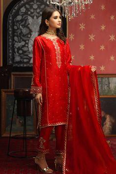 Pakistani Formal Dresses, Pakistani Wedding Outfits, Pakistani Bridal Wear, Pakistani Dress Design, Dress Indian Style, Indian Dresses, Indian Outfits, Girls Fashion Clothes, Fashion Dresses