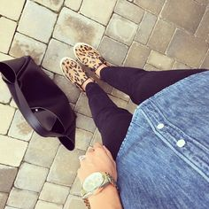 Black skinny jeans. Chambray shirt. Leopard slip on sneakers. Tote bag.