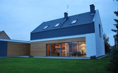 dom w Kowanówku koło Obornik ProjektPRODOM – Architektura i Konstrukcja Duplex House, Organic Modern, Home Fashion, Smart Home, Exterior Design, Bungalow, Farmhouse, Cottage, House Design