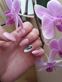 #nails #design #spring #pink #flowers #feather