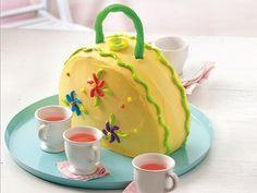 PURSE CAKE  http://www.bettycrocker.com/recipes/purse-cake/2f4b6fe4-f326-475c-9578-0063b5f880c3#?st=6=PURSE CAKE=9=9=AND(HasGridViewImage%3ATrue)