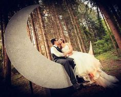 Photocal Moon al Mas del Silenci  #photocall #moon #wedding #masdelsilenci #nuvismasdelsilenci #atrezzo #luna #love #bosque #lugarconencanto #