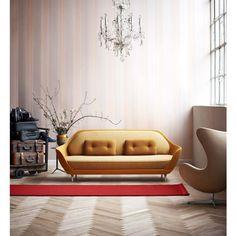 En ocasiones un mueble es capaz de llenar un espacio por si solo por su presencia y elegancia, y tal es el caso del sofá FAVN, uno de los diseños más recientes de Fritz Hansen. FAVN busca abrazar al usuario por medio de su forma escultórica de líneas sutiles y elegantes.