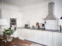 Kitchen Dinning Room, Gravity Home, Scandinavian Apartment, Concrete Countertops, Kitchen Interior, Home Projects, Home Kitchens, Kitchen Remodel, Sweet Home