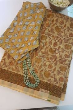 Silk Dupatta, Chiffon Saree, Cotton Saree, Vintage Flower Girls, Latest Saree Blouse, Block Print Saree, Fashion Displays, Sari Blouse Designs, Saree Models