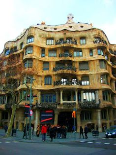 Barcelona: Casa Míla by Antoni Gaudi - One of my favorite designs by Gaudi! Inside is even better. The roof is unheard of. Probably one of the best architects to date.
