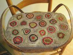 Hooked picnic basket lid. It's My Life!: MY HOOKED RUGS