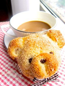 milk crisp buns- add raisins to the filling and it'll be just like the raisin milk butter buns form 85 bakery Pain Surprise, Milk Chocolate Chip Cookies, Minced Meat Recipe, Japanese Bread, Bread Shaping, Fingerfood Party, Bread Art, Snacks Für Party, Love Eat