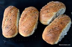 Franzelute pufoase de casa reteta simpla pas cu pas | Savori Urbane Cooking Bread, Bread Baking, Bread Recipes, Cake Recipes, Just Bake, Pastry Cake, Food Cakes, Hot Dog Buns, Baked Potato
