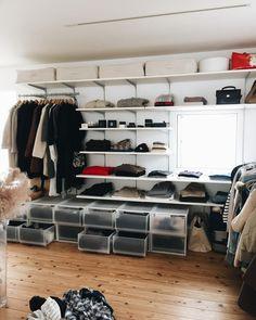 Closet Office, Closet Space, Open Wardrobe, Closet Shelves, Small Places, Japanese House, Closet Organization, Sweet Home, Interior Design