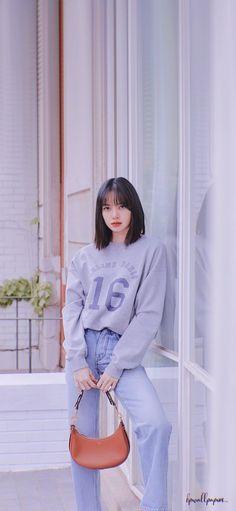 Korean Airport Fashion, Korean Girl Fashion, Blackpink Fashion, Fashion Outfits, Lisa Blackpink Wallpaper, Black Pink Kpop, Blackpink Photos, Jennie Blackpink, Female Poses