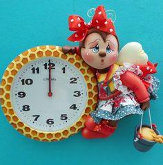 Relógio de 21 cm de diâmetro, trabalhado em biscuit feito colméia, com abelha em…