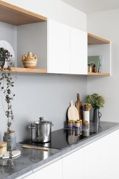 Sleek and Chic - kitchen inspiration and ideas Polished Concrete Kitchen, Interior Design Principles, Studio Shed, Kitchen Benches, Splashback, Plank Flooring, Can Design, Modern Materials, Kitchen Inspiration
