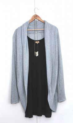 simple black shift dress - urban outfitters kimono cardigan - chevron necklace pair with skinnies under the dress for warmth and a bootie or a pump for a cute fall/winter chic look Casual Outfits, Cute Outfits, Fashion Outfits, Womens Fashion, Hipster Outfits, The Cardigans, Capsule Wardrobe, Kimono Cardigan, Grey Cardigan