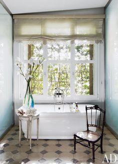 Isabel López-Quesada's feminine bathroom in Madrid. #thehighboystyle