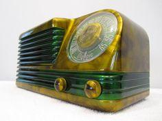 1940s OLYMPIC 6-501 Catalin Radio