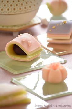 雛祭りの練りきり-Homemade Japanese Sweets of the Doll's Japanese Sweets, Japanese Snacks, Japanese Food, Japanese Wagashi, Fancy Desserts, Sweet Desserts, Dessert Recipes, Food Crafts, Diy Food